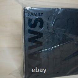 Kaws Family Black, DS BRAND NEW